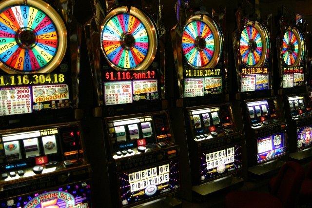 Играйте в казино Слот В