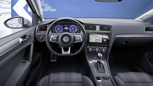 Volkswagen Golf появится в России в сентябре
